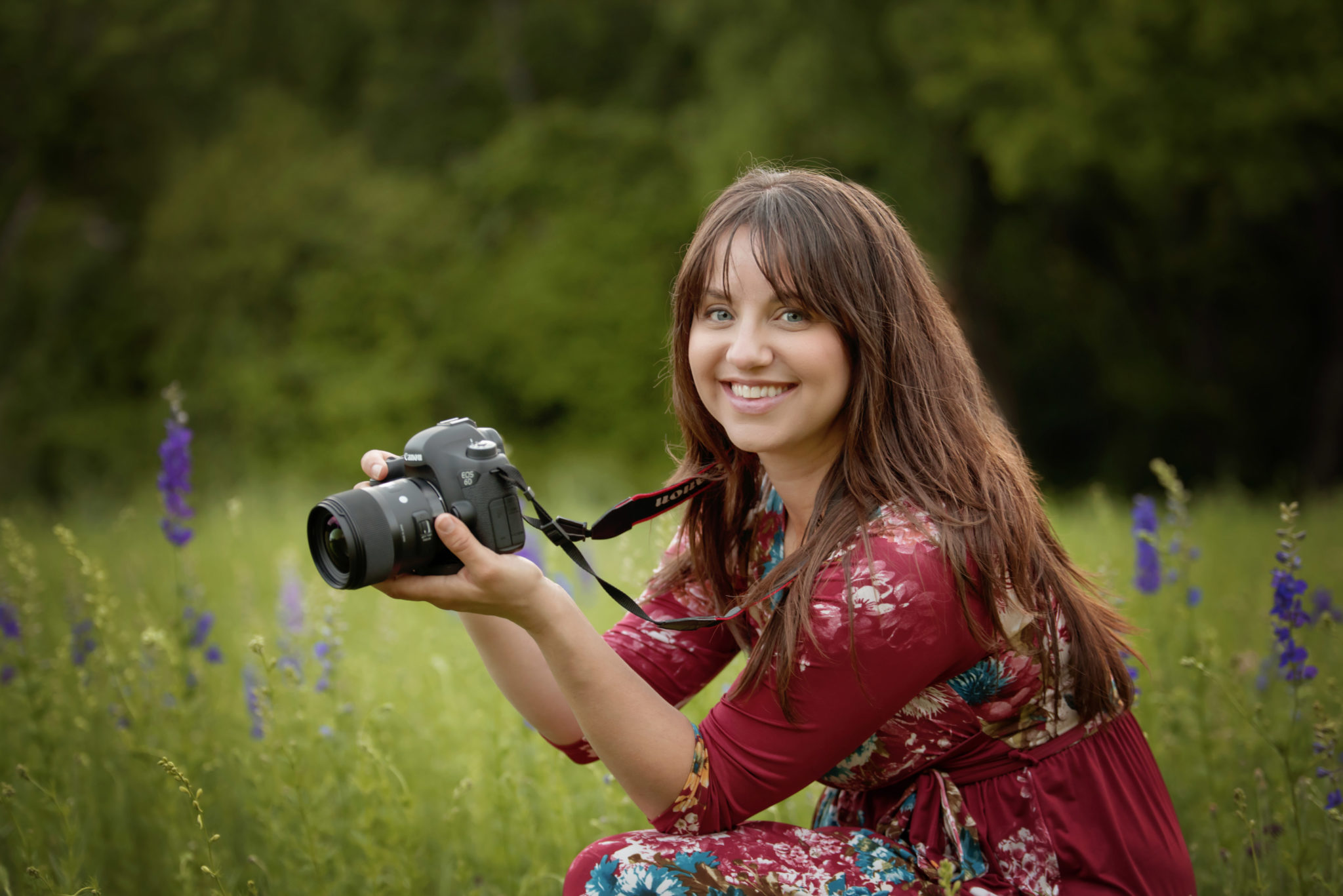 Dallas newborn and maternity photographer Laura Levitan of Mod L Photography posing in wildflower field