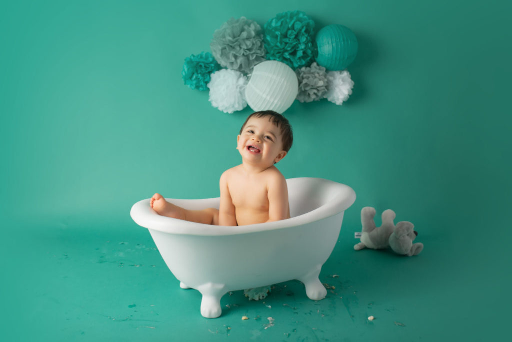 Cake smash photographer in Dallas TX creates milestone baby session complete with bath